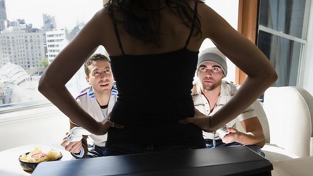 Multa de 700 dólares para un alemán de 23 años por drogar a su novia para poder seguir jugando