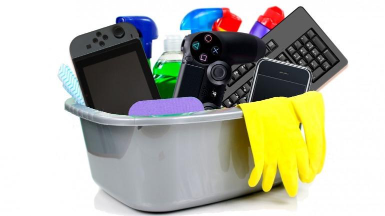 Cómo limpiar los mandos, consolas y móviles para prevenir el contagio por coronavirus